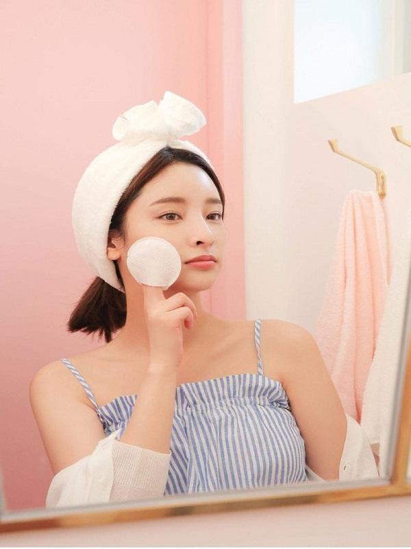 Làm sạch da dịu nhẹ bằng sữa rửa mặt phù hợp