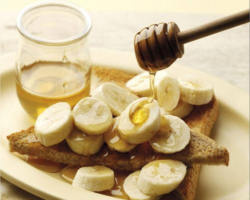 Mặt nạ chuối, mật ong sẽ giúp bạn giữ gìn vẻ rạng rỡ và mềm mịn da, giúp da hấp thụ đủ dưỡng chất cần thiết.