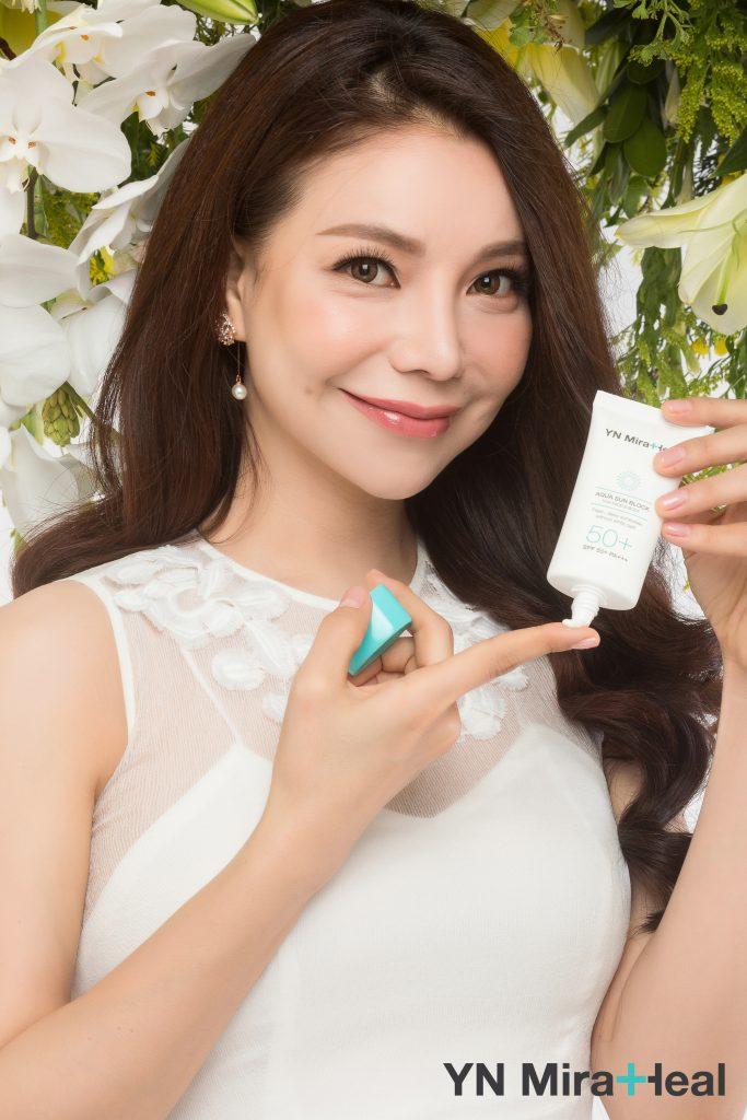 Á hậu Trà Ngọc Hằng đã tin dùng kem chống nắng Aqua Sun Block của mỹ phẩm Hàn Quốc YN Medical Cosmetics để bảo vệ làn da nhạy cảm của mình
