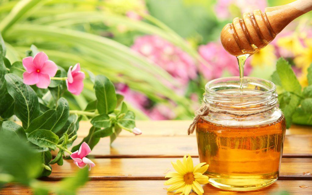 Mặt nạ mật ong dưỡng ẩm da và điều trị mụn hiệu quả