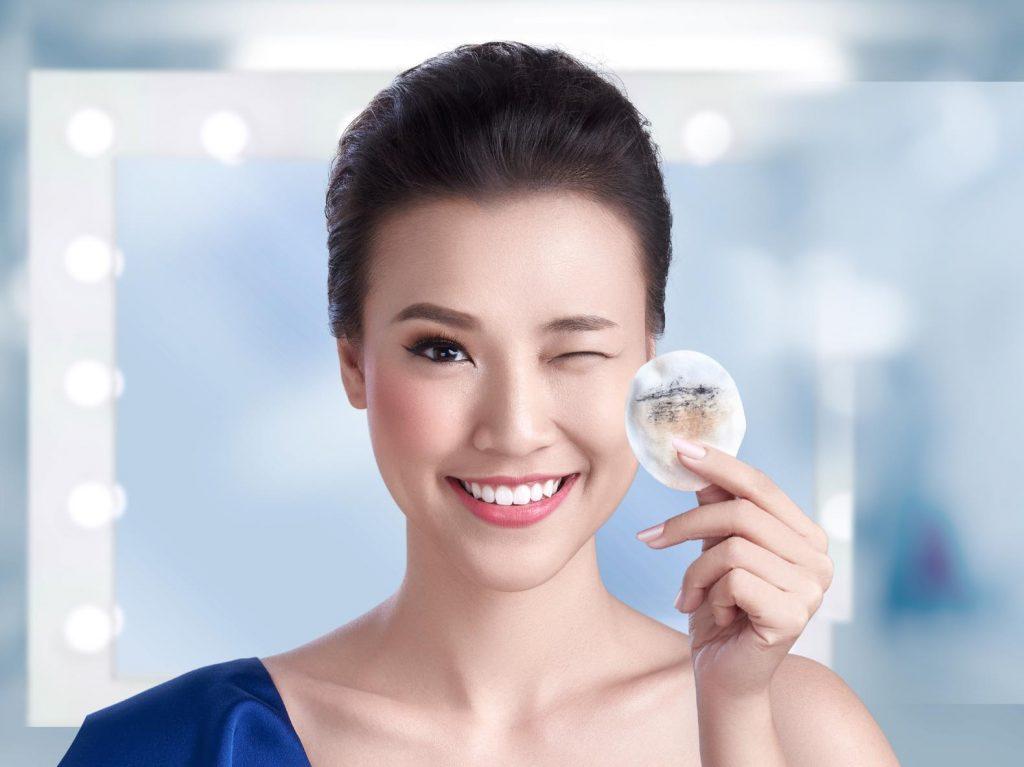 Với làn da khô cần lựa chọn loại tẩy trang dịu nhẹ, không gây khô da