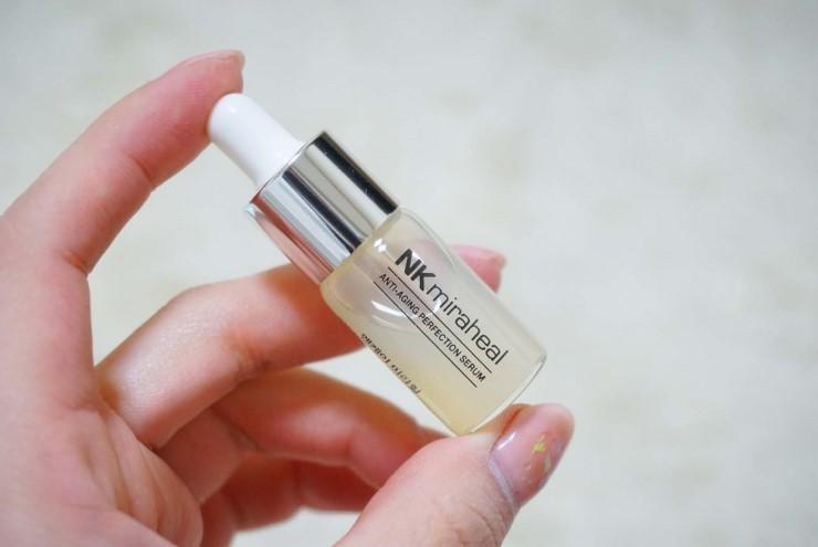 Sản phẩm vừa vặn trong lòng bàn tay bạn. Chỉ với một lượng nhỏ đã có thể cải thiện rõ rệt tình trạng da cho bạn