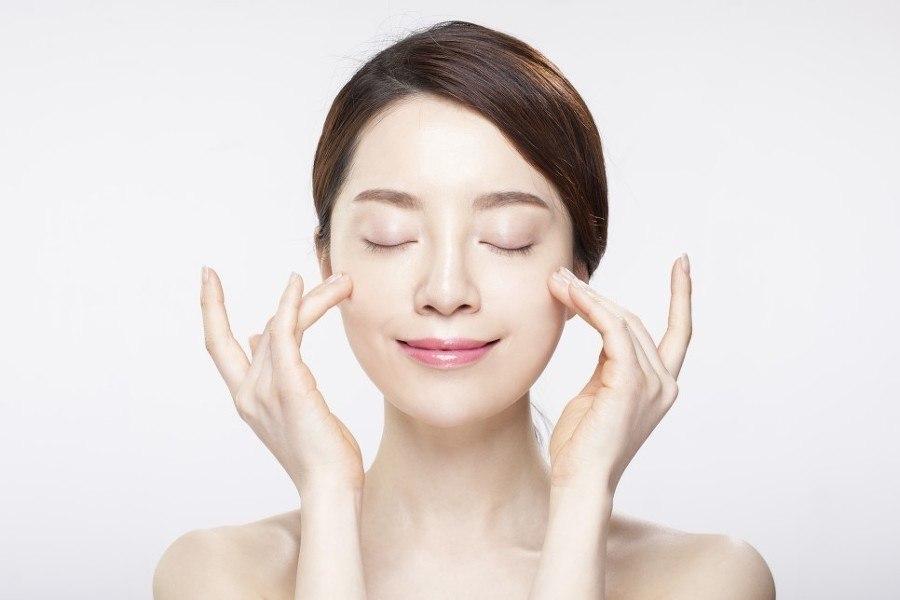 Dùng các sản phẩm kem dưỡng da chống lão hóa cần kiên trì và tuân thủ nghiêm ngặt các bước chăm sóc da