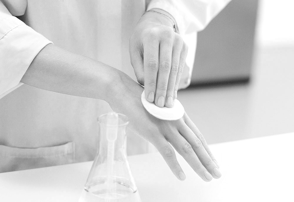 Kem chống nắng chứa cồn dễ làm làn da khô bị kích ứng