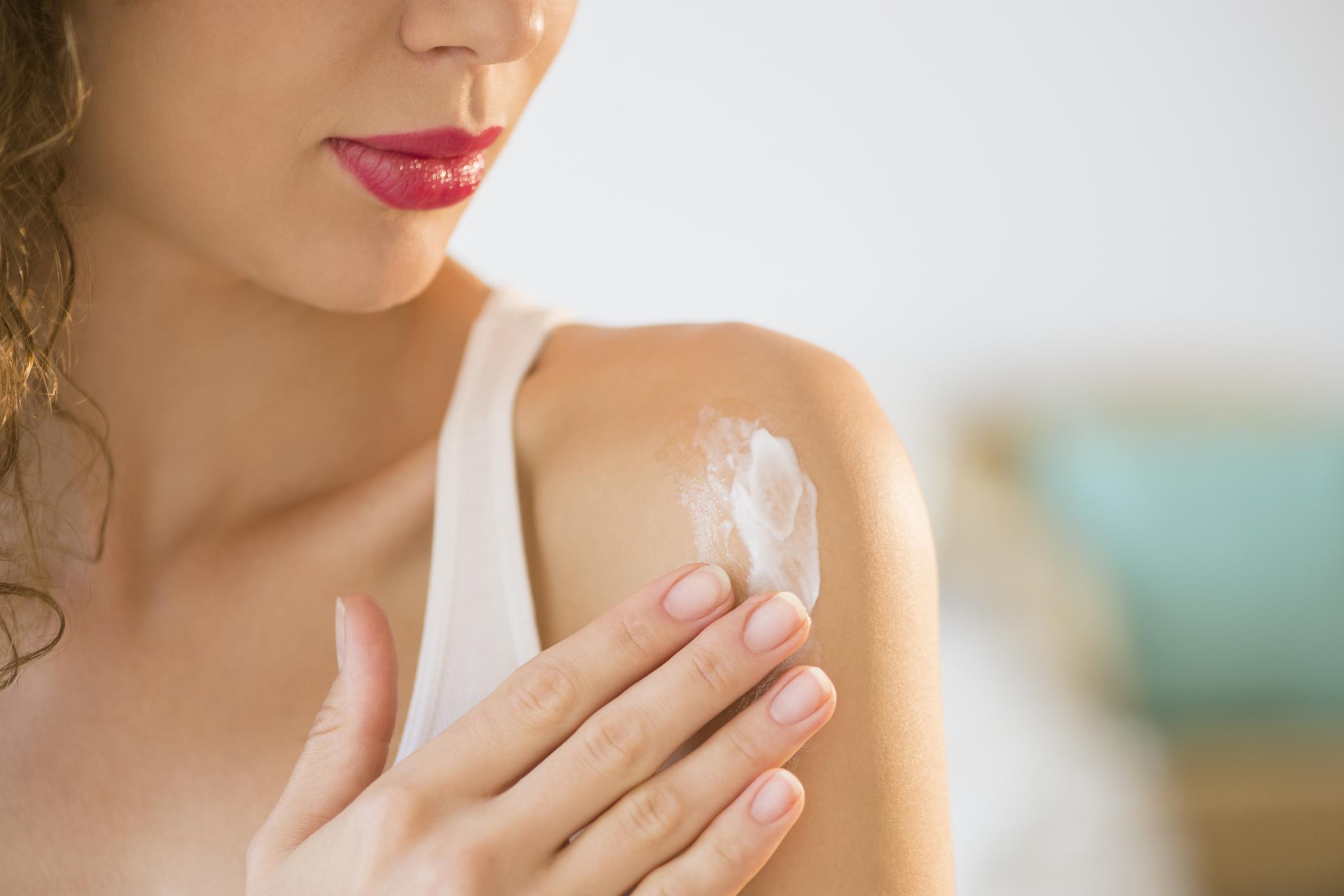 Bạn không nên dùng chung kem chống nắng toàn thân và da mặt