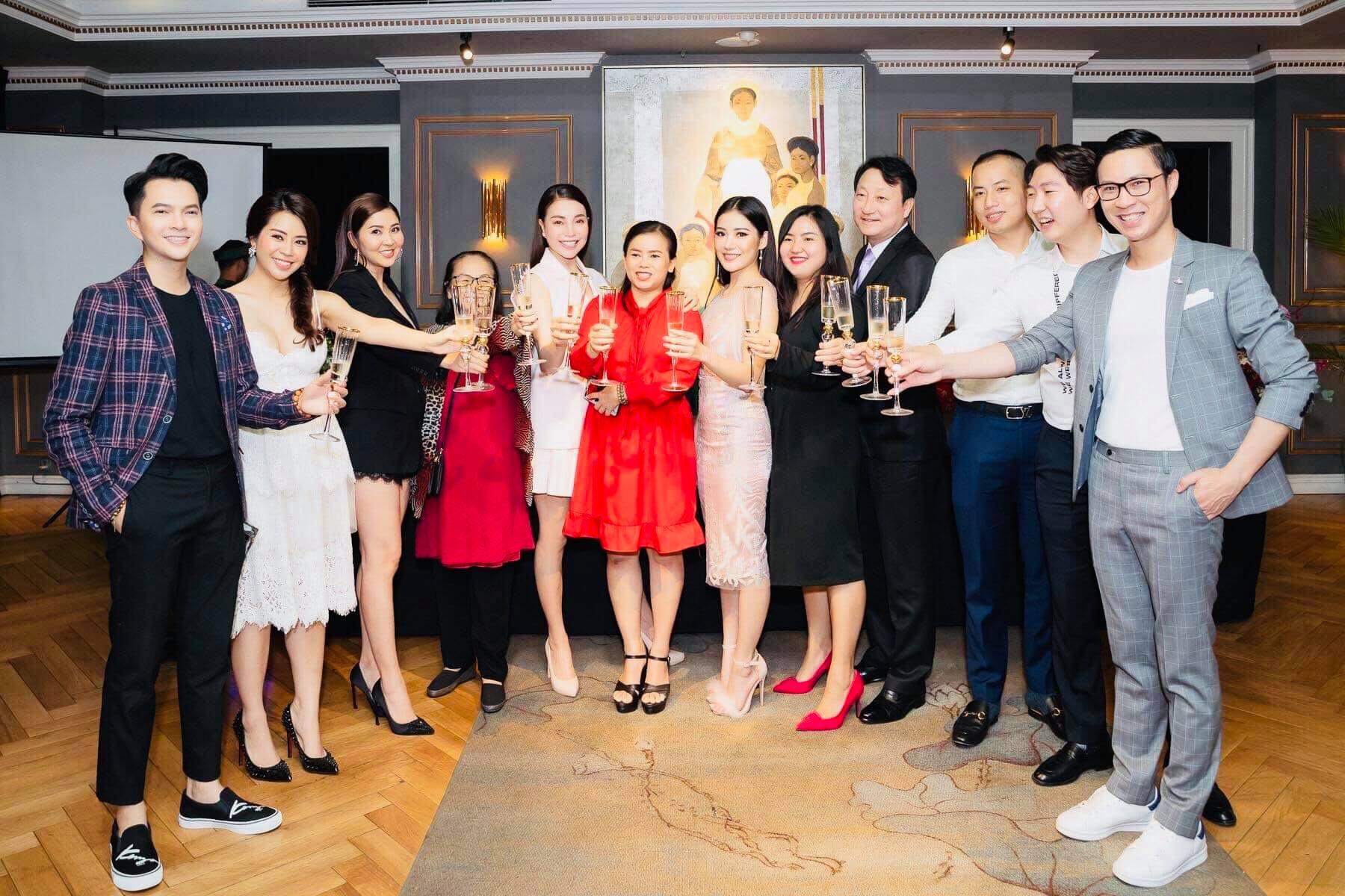 Bác sĩ Choi BYung Ik cùng Á hậu Trà Ngọc Hằng và các khách mời