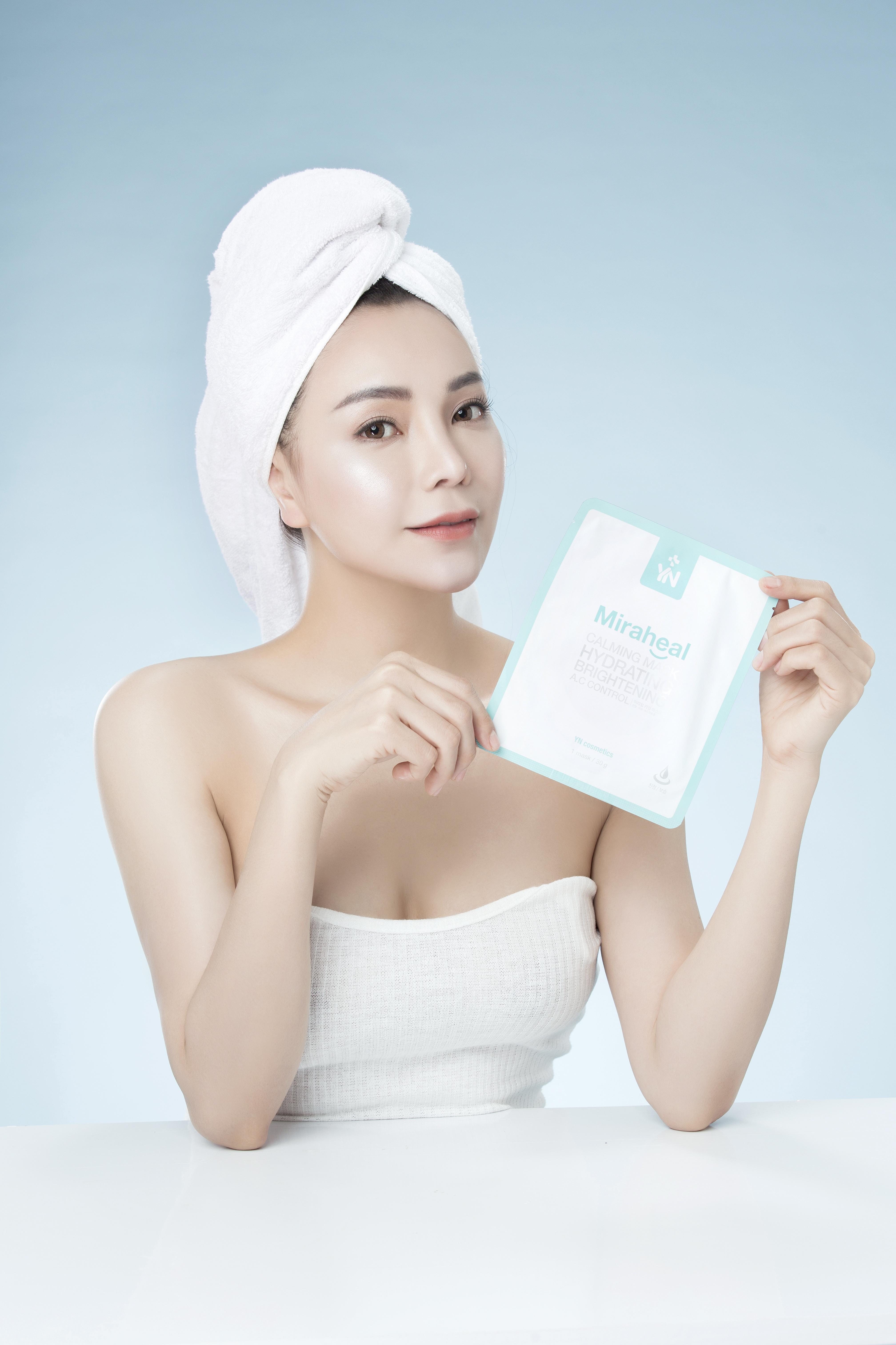 Đắp mặt nạ cấp ẩm cho da nhờn hiệu quả