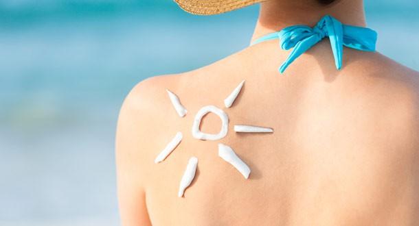 Khi thoa kem chống nắng toàn thân, bạn nên lưu ý những điểm sau