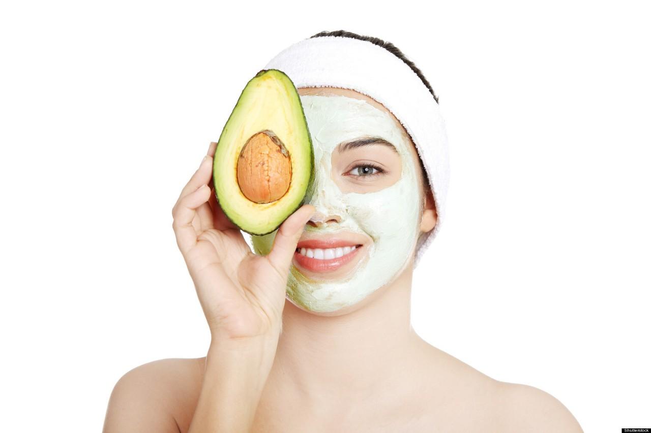 Với làn da khô, bạn có thể tận dụng những nguyên liệu tại nhà để làm mặt nạ dưỡng ẩm hiệu quả