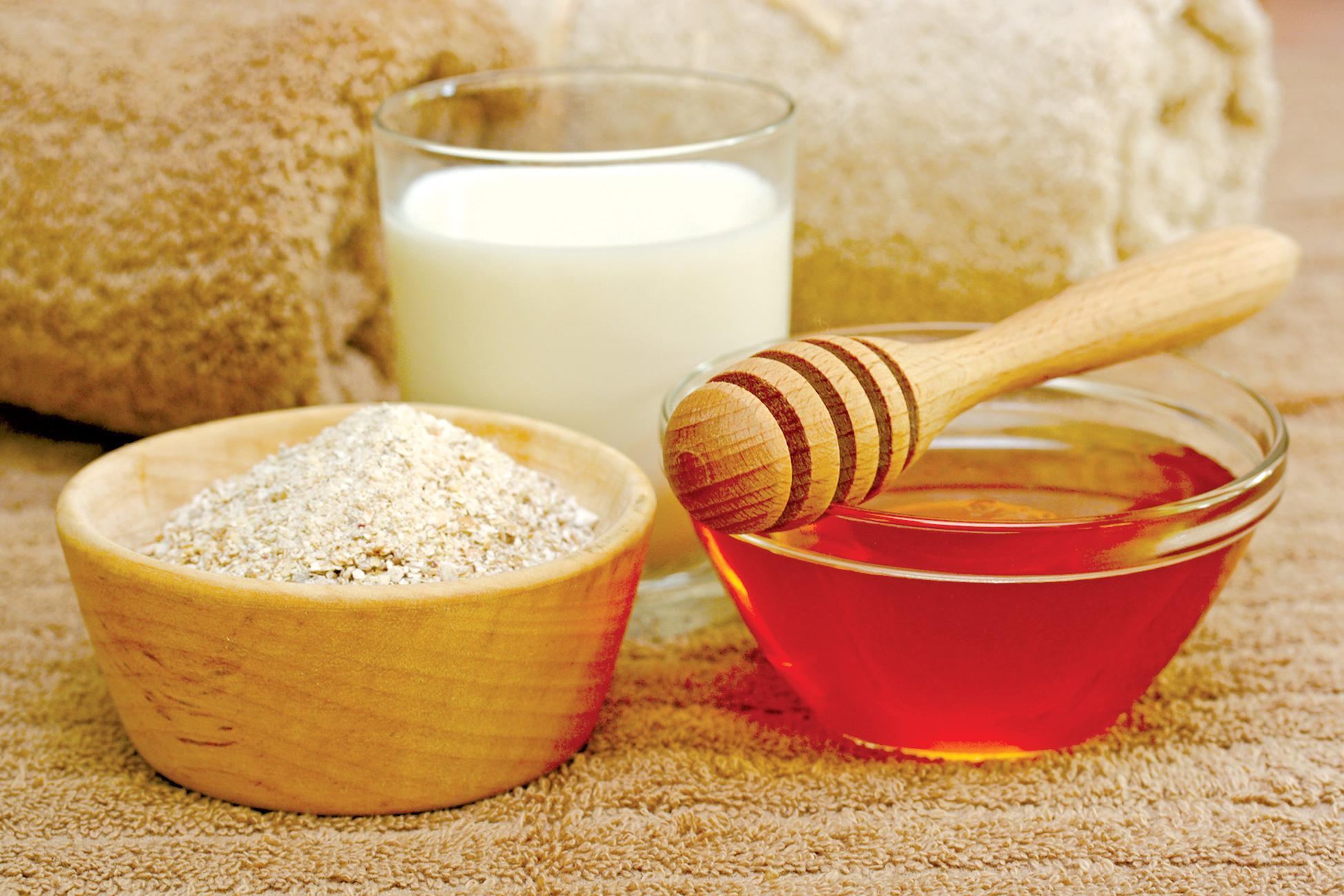 Mặt nạ dưỡng ẩm cho da khô từ sữa chua và mật ong