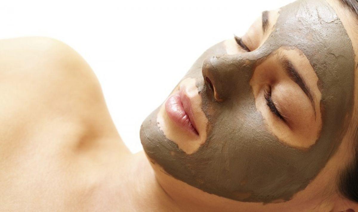 Mặt nạ đất sét không phù hợp với da nhạy cảm vì dễ làm bí tắc lỗ chân lông