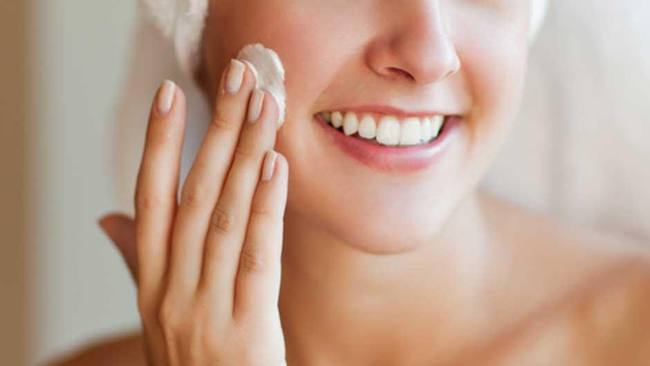 Da mụn cũng cần được cấp ẩm để thúc đẩy quá trình tái tạo da