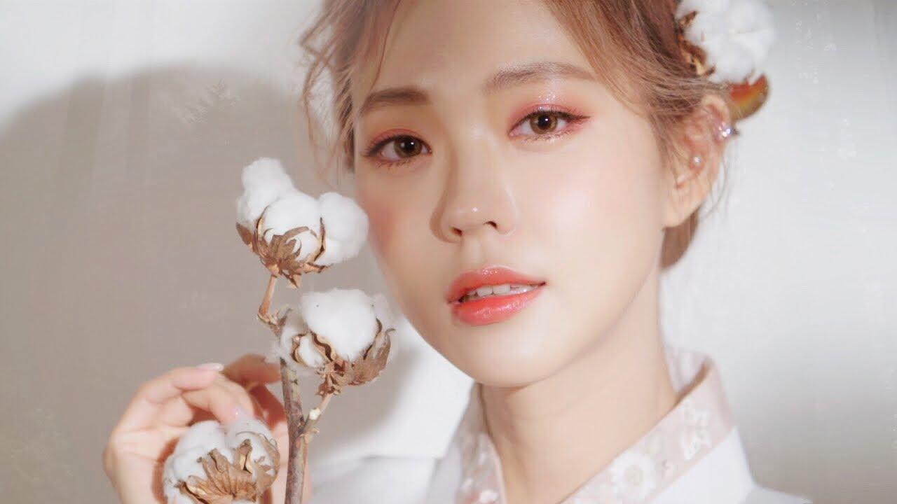 Da dầu vẫn có thể trang điểm đẹp tự nhiên bằng phấn nước Hàn Quốc