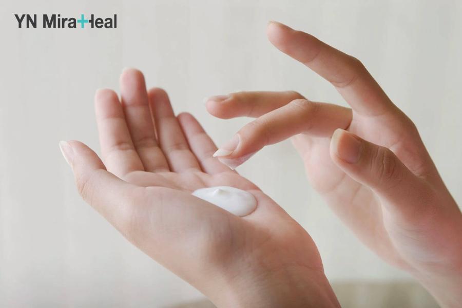 Liều lượng thoa kem chống nắng khoảng 1 đồng xu với da mặt