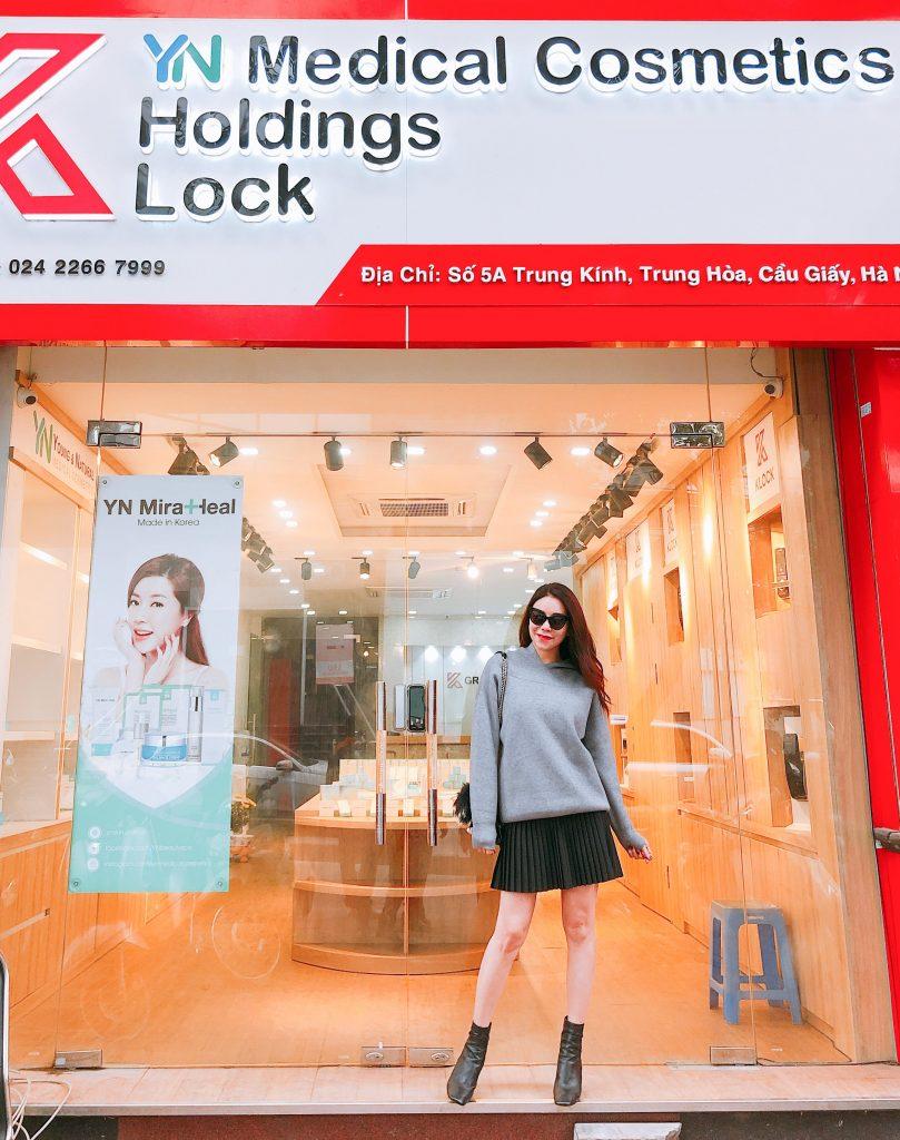Á hậu Trà Ngọc Hằng tới mua hàng tại showroom Hà Nội của YN Miraheal