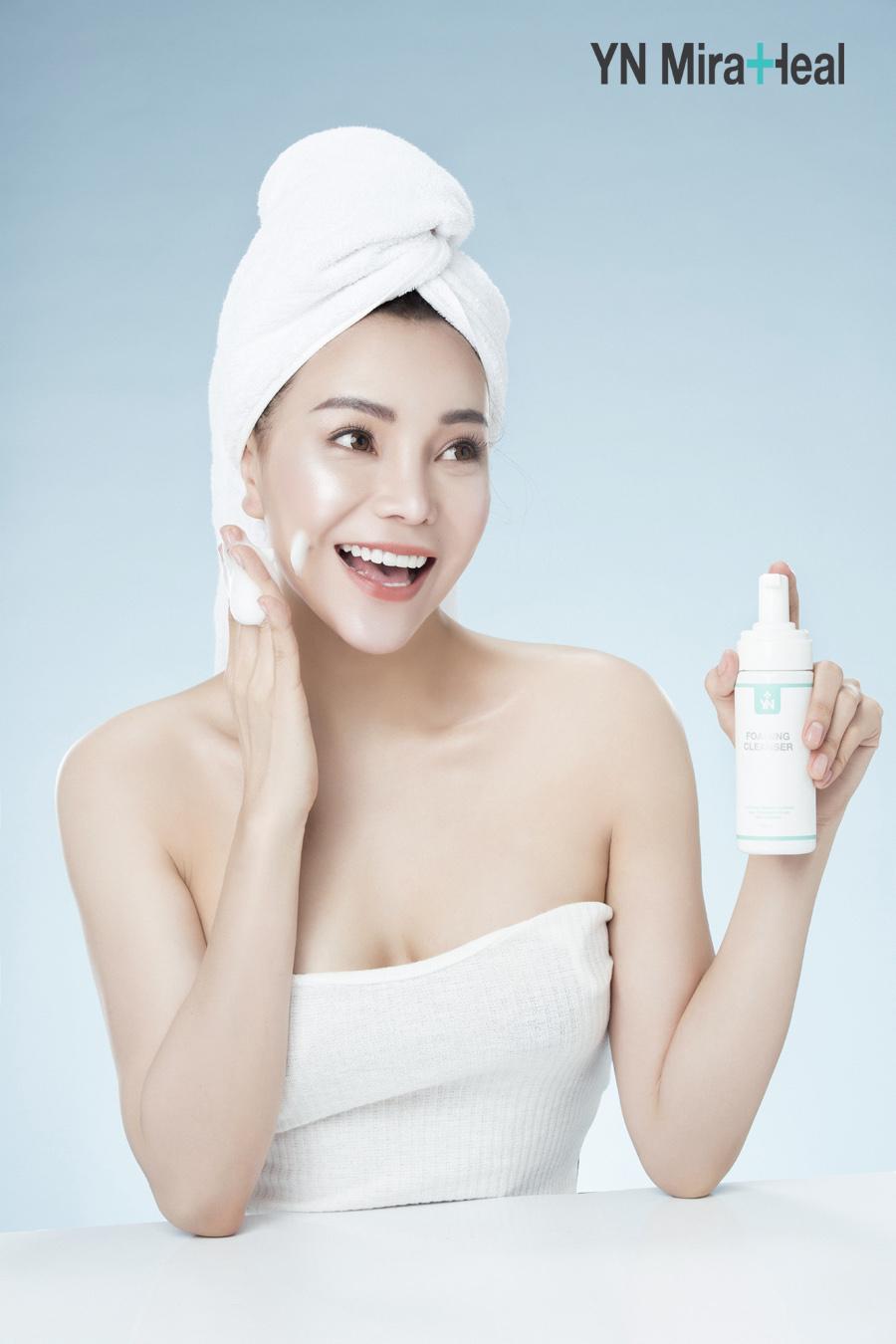 Làm sạch da bằng sữa rửa mặt tạo bọt YN Miraheal Foaming Cleanser dịu nhẹ với làn da nhạy cảm