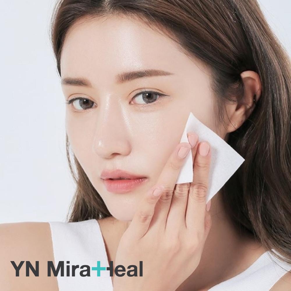Sau khi rửa mặt, sử dụng giấy thấm dầu để kiểm tra da bạn có phải da dầu hay không