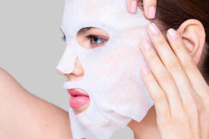 Nên dùng sữa rửa mặt sau khi đắp mặt nạ hay không?
