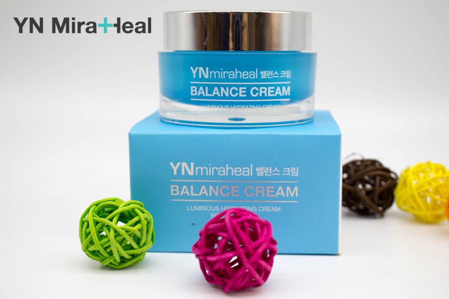 Thoa kem dưỡng ẩm YN Miraheal Balance Cream để khóa ẩm cho làn da sau khi đắp mặt nạ