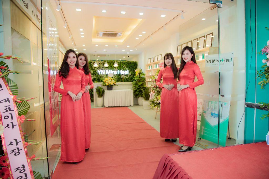 Showroom phân phối độc quyền của hãng ở Số 5a, Trung Kính, Trung Hòa, Cầu Giấy, HN