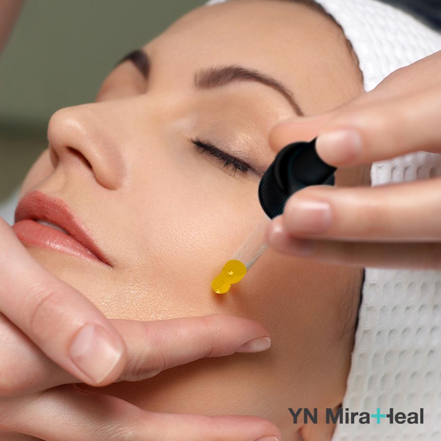 Da dầu có thể dùng serum để hỗ trợ điều trị dầu mụn, se khít lỗ chân lông hiệu quả