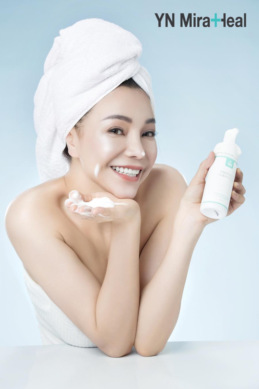 Ưu tiên sử dụng các loại sữa rửa mặt dạng bọt, lành tính với làn da
